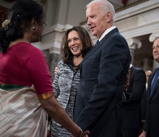 Joe- Biden shake hands with Indian woman