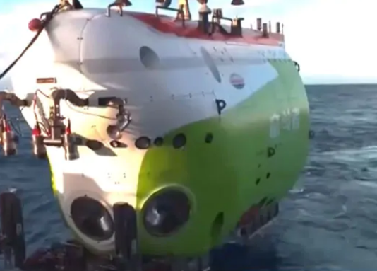china sends submersible fendouzhe down pacific ocean
