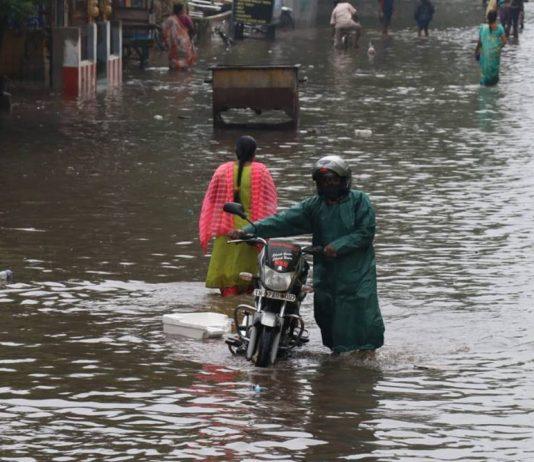കനത്ത മഴയില് തമിഴ്നാട്ടിലെ താഴ്ന്ന പ്രദേശങ്ങള് വെള്ളത്തിനടിയിലായി (Picture Credits: The Indian Express Malayalam