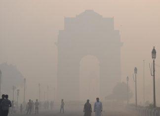 Delhi under smoky mist