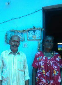 ആശാരു പറമ്പില് മുരളീധരന്, ഭാര്യ മനോന്മണി