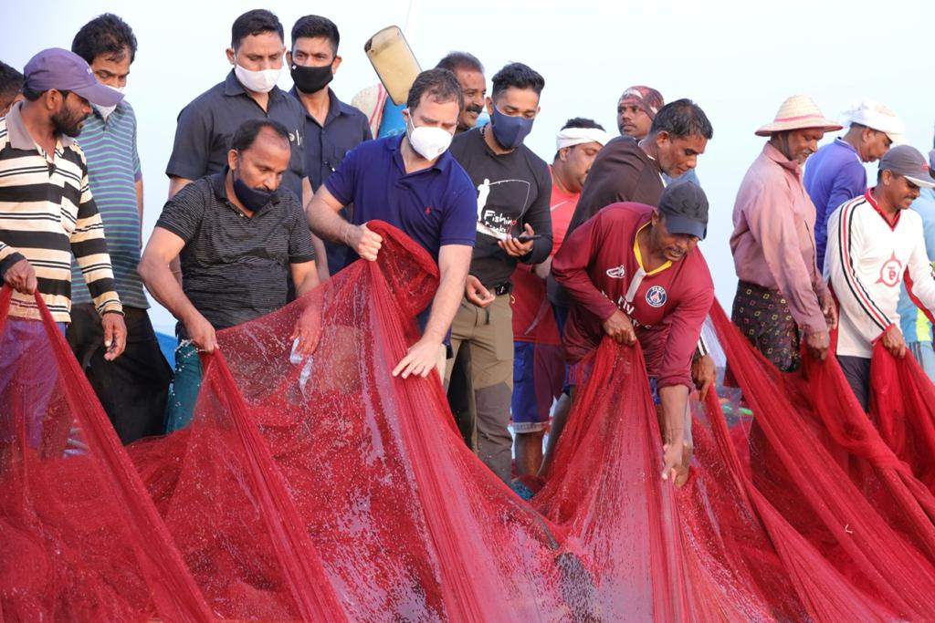 Rahul Gandhi with Fishing Freaks YouTube vloggers