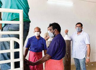 kerala man conributes oxygen cylinders to government hospital