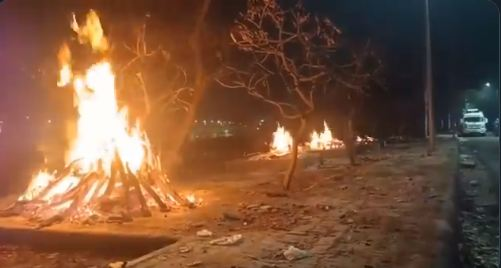 Dead bodies being cremated on footpaths in Ghaziabad