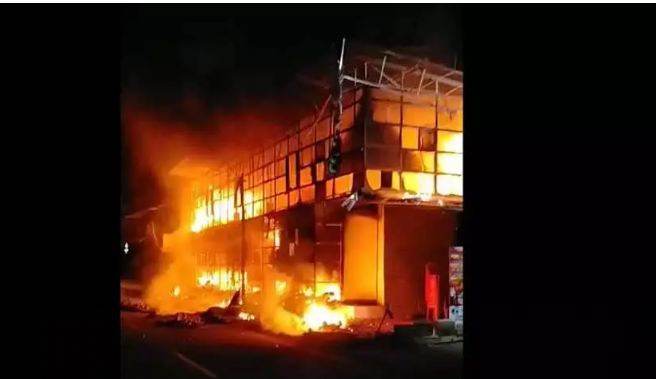 fire breaks out in a clothing store in Kozhikode