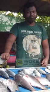 പെരുമ്പാവൂരിൽ മത്സ്യ വ്യാപാര സ്ഥാപനത്തിൽ ജോലിചെയ്യുന്ന ആസ്സാം സ്വദേശി ഖുത്തുബുദ്ദിൻ (c) woke malayalam
